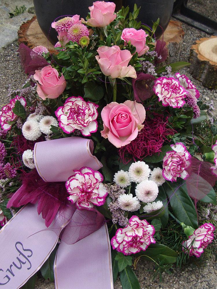 Trauergesteck rosa-pink mit Nelken