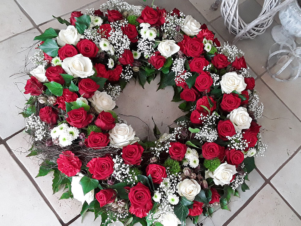 Trauerkranz weiße und rote Rosen