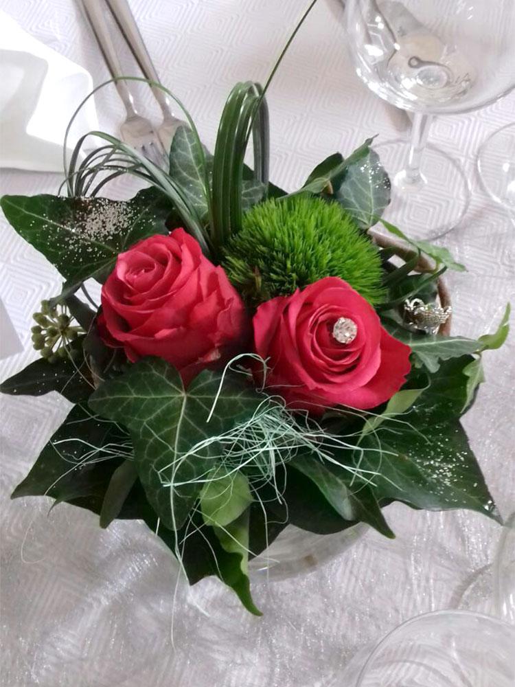 Sträußchen mit Rosen und Efeu