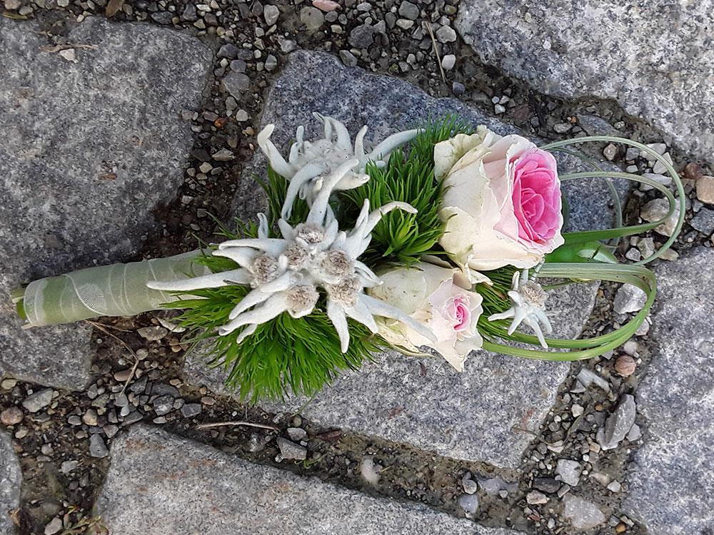 Blumenanstecker 3
